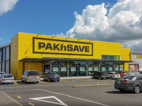 The project staging of the new PAKn'SAVE Clendon created a seamless new building around the existing New World supermarket.